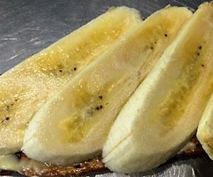 Organic banana on organic spelt toast - serves 10 thumbnail