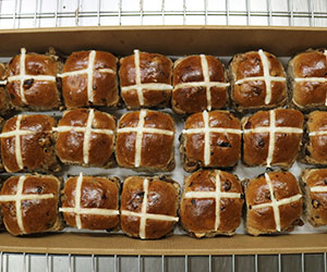 Large hot cross buns - platter boxes thumbnail