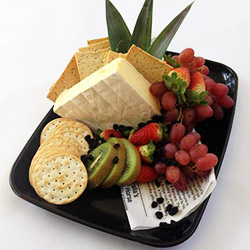 Brie, fruit and crackers - serves 6 guests thumbnail