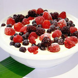 Thick natural yoghurt with berries thumbnail