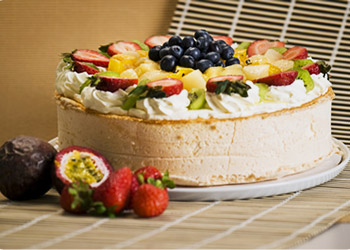 Pavlova paradise - 12 inches - serves up to 24 thumbnail