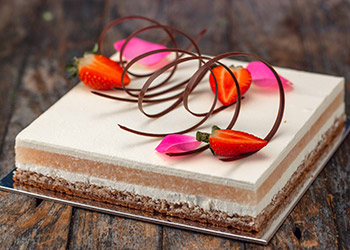 Rose and lychee square cake  thumbnail