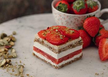 Strawberry, cream and pistachio slice thumbnail