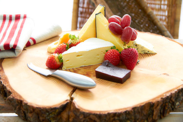 Cheese and fresh fruit platter thumbnail