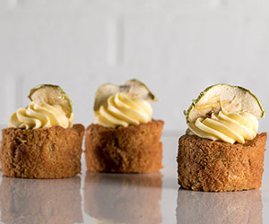 Apple, butterscotch and calvados icing cake thumbnail