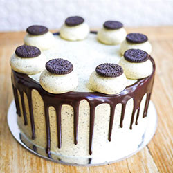 Cookies and cream cake - serves 12 to 15 thumbnail