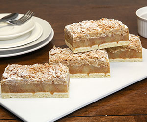 Apple crumble slice thumbnail