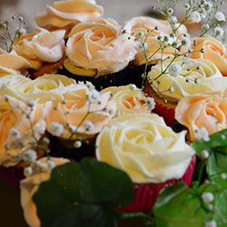 Peaches and Cream floral cupcake bouquet thumbnail