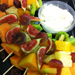 Seasonal fruit skewers (4 large pieces) thumbnail