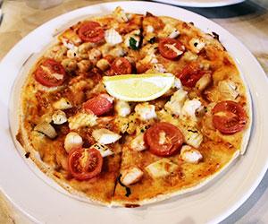 Frutti di mare pizza thumbnail