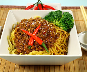 Bejing zha jiang noodles lunch box thumbnail