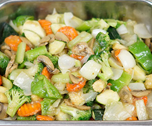Chicken and mixed vegetables thumbnail