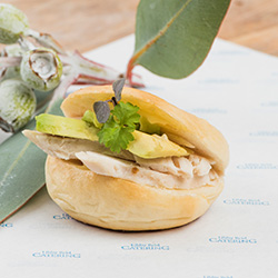 Bagel filled with chicken breast and avocado - mini thumbnail