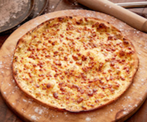 Cheesy garlic pizza thumbnail