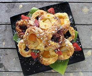 Mini pastries platter thumbnail