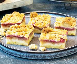 Apple and rhubarb crumble slice thumbnail