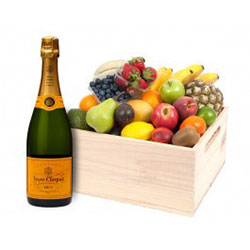 Fruit hampers with Veuve - deluxe thumbnail