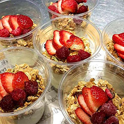 Granola and yoghurt cup - 400ml thumbnail