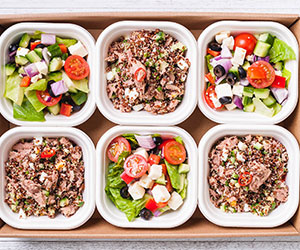 Spicy tuna quinoa and Greek salad thumbnail