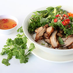Lemongrass bbq chicken vermicelli salad thumbnail