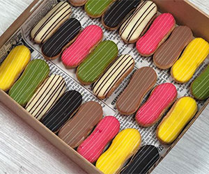 Baby French eclairs thumbnail